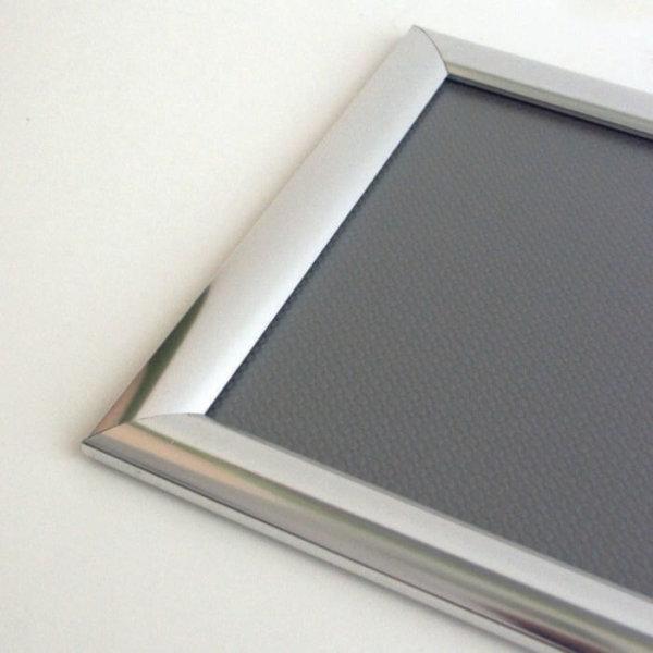 Aluminium-Wechse Klapprahmen silber glänzend für eine moderne Einrahmen und Präsentation