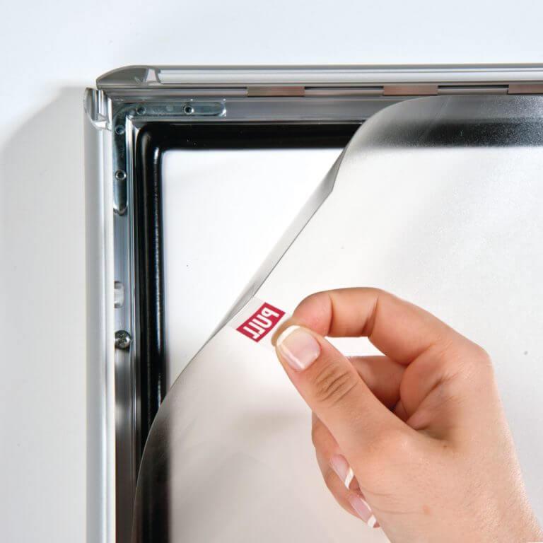 Klapprahmen 35mm wasserfest mit Sicherungsschraube für Plakate und Poster , die in öffentlichen Bereichen gesichert werden sollen
